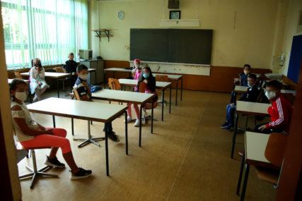 Popuštanje mjera u Kantonu Sarajevo: Od ponedjeljka u klupama stariji razredi osnovnih i srednjih škola