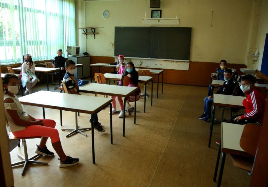 Budno prate situaciju u školama: Od početka nastave ZARAŽENO 325 UČENIKA