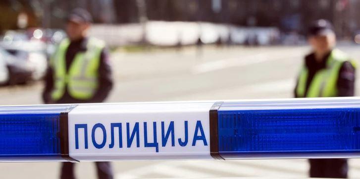 DIJELOVI SVUDA PO PUTU Vozilo udarilo u banderu, povrijeđena jedna osoba