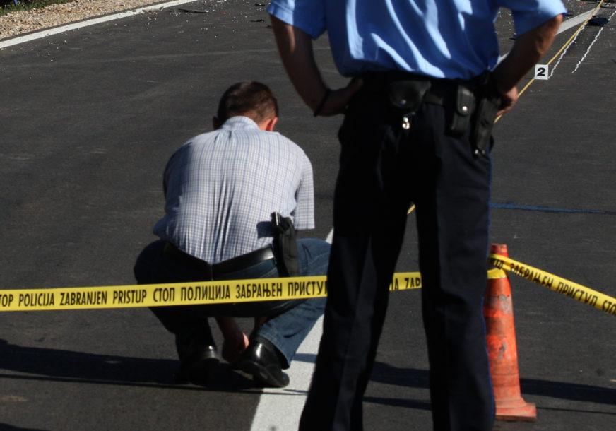 POLICIJA POKRENULA ISTRAGU U požaru u Zvorniku uništena dva auta