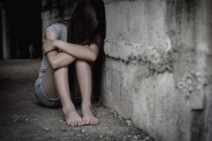 MALOLJETNICA (13) NAPADNUTA U ŠKOLI  Djevojčica pronađena u sali, sumnja pala na četvoro vršnjaka