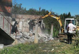 U POŽARU OSTALI BEZ IČEGA Ljubojevićima kuća izgorila do temelja, komšije odmah PRITEKLE U POMOĆ