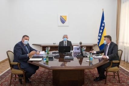 Nastavljaju se POLITIČKE IGRE s narodom: Nakon non-pejpera, i priča o NATO važnija od vakcina