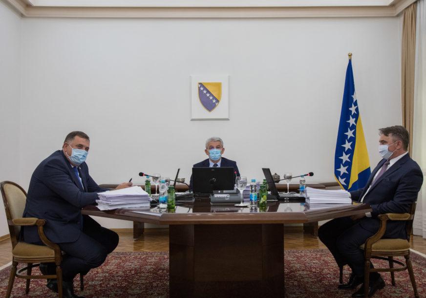 """""""Žalosno je što se svi mi MORAMO STIDITI"""" Dodik i Komšić ne mogu ni na sastanak bez međusobnih sukoba"""