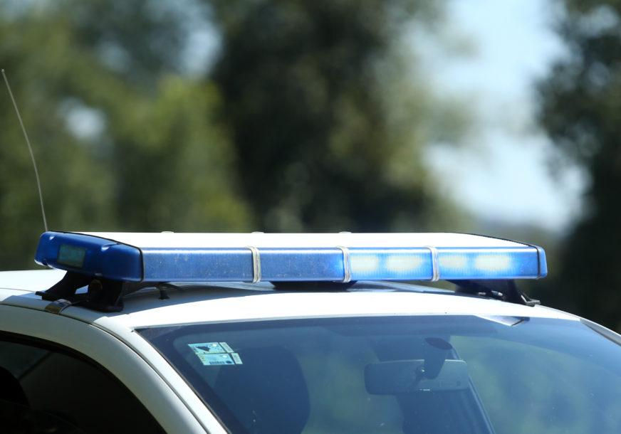 TEŠKA NEREĆA Teretni voz udario u automobil, jedna osoba preminula