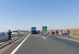 TEŠKA SAOBRAĆAJNA NESREĆA U sudaru autobusa i auta povrijeđene četiri osobe od kojih su dvoje DJECA
