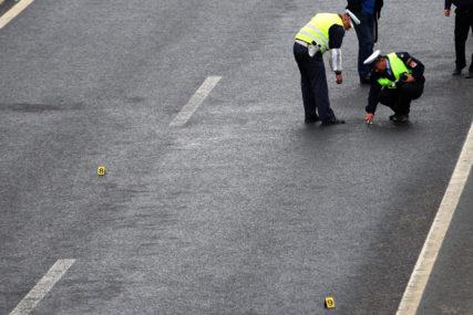SUDAR TRI VOZILA U saobraćajnoj nesreći učestvovala dva automobila i kombi