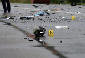 DETALJI STRAVIČNE NESREĆE Mladić iz BiH kamionom udario u ogradu, pa u kola, majka i dva sina poginuli na licu mjesta (FOTO)