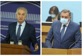 Ko je grobar Srpske, a ko bokser u nokdaunu: Dodik opleo po opoziciji, Šarović uzvraća udarac