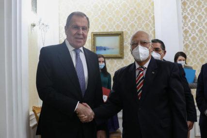 """""""NEHUMANA I NELEGITIMNA POLITIKA"""" Lavrov osudio američke sankcije protiv Kube"""