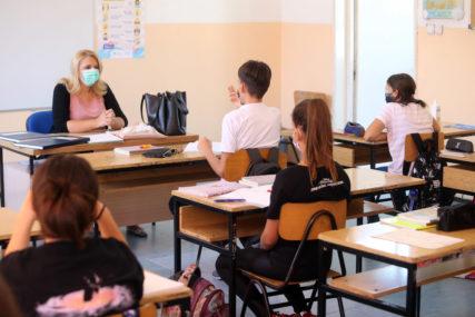 ZARAZA NE BIRA NA korona virus pozitivan još jedan osnovac i sedam srednjoškolaca u Srpskoj
