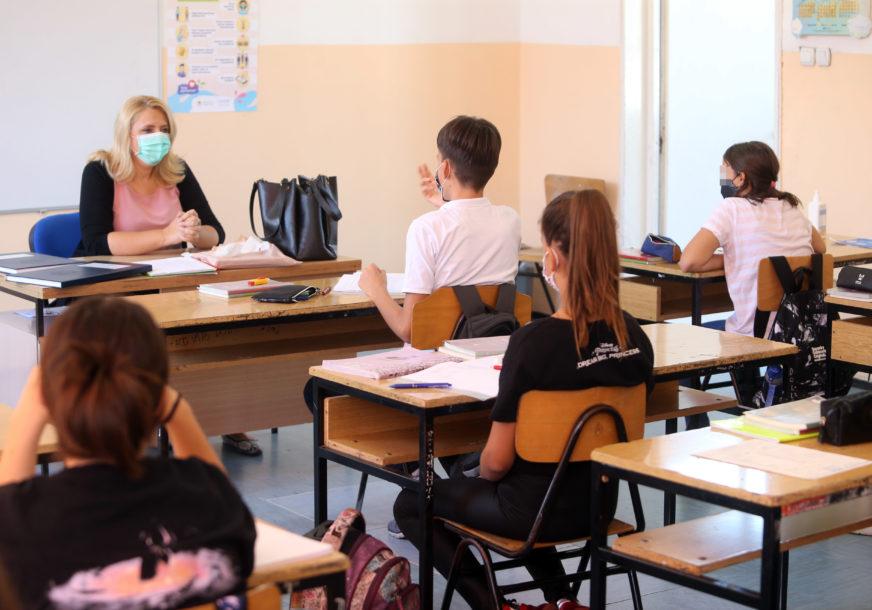 NAJMANJE SLUČAJEVA MEĐU NAJMLAĐIMA Korona virusom za dan zaraženo 15 osnovaca i srednjoškolaca u Srpskoj