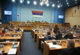 OD OTPLATE DUGA DO BUK BIJELE Višković odgovarao na pitanja poslanika, najviše iz opozicije