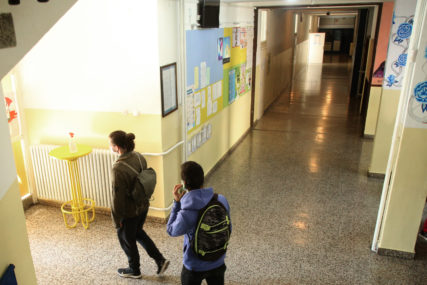 UOČI POČETKA NASTAVE Četvoro školaraca zaraženo virusom