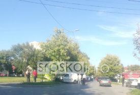 SAOBRAĆAJNA NESREĆA U BANJALUCI Vozilo sletilo sa puta i udarilo u saobraćajni znak