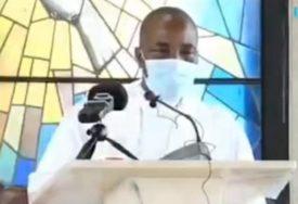 UMRO DOK JE DRŽAO GOVOR Srušio se za vrijeme nedjeljne službe (VIDEO)