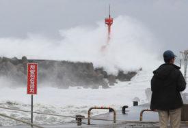 IŠČEKUJU UDAR JAČINE CUNAMIJA Zbog tajfuna u pripravnosti 22.000 VOJNIKA