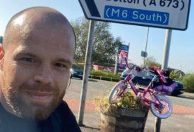 TATA HEROJ Na kćerkinom roze biciklu prešao skoro 400 kilometara da bi sakupio novac u dobrotvorne svrhe