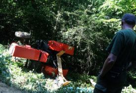 NESREĆA U MRKONJIĆ GRADU Muškarac povrijeđen prilikom prevrtanja traktora