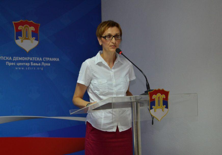 """""""PROLONGIRATI UVOĐENJE ELEKTRONSKIH DNEVNIKA"""" Adamovićeva o nastavi za vrijeme pandemije"""