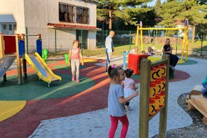 OBRADOVALI SE MALIŠANI U LAZAREVU Otvoreno novoizgrađeno dječije igralište u Banjaluci (FOTO)