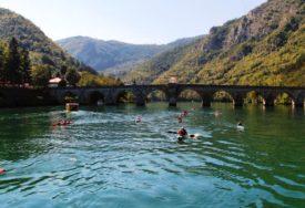 STARTALA MEĐUNARODNA REGATA Krajnji cilj Sremska Mitrovica u koju bi trebali stići u subotu