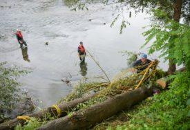 PRIPREME ZA KIŠNU SEZONU Vatrogasci i civilna zaštita čistili korito Vrbasa u Banjaluci (VIDEO)