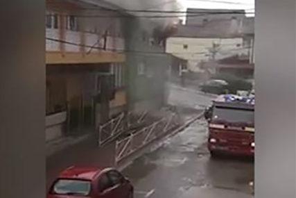 POŽAR U VRTIĆU Evakuisano 150 djece, dim kulja NA SVE STRANE (VIDEO)