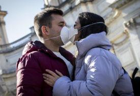 """""""NOSITE MASKE TOKOM SEKSA"""" Kanadska doktorica tvrdi da i ljubljenje treba PRESKOČITI"""