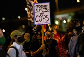 NOVI SUKOB U PORTLANDU Demonstranti se okupili ispred stana gradonačelnika i tražili njegovu ostavku
