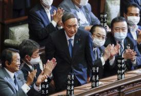 ČEKAJU GA PROJNI IZAZOVI Jošihide Suga novi premijer Japana