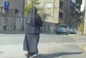 U KORAK S VREMENOM Časna sestra na romobilu ODUŠEVILA SARAJLIJE (VIDEO)