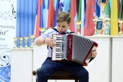 """PUT KOZAKA"" Virtuoz na harmonici, Đorđe Perić (10), snimio svoj prvi spot (VIDEO)"