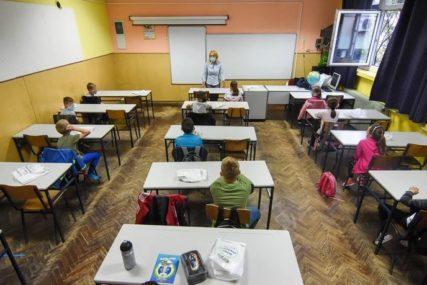 NAPRAVILA PROPUST Slučaj učiteljice koja je kažnjena sa 600 KM jer su se đaci rukovali, DOBIO NEOČEKIVANI OBRT