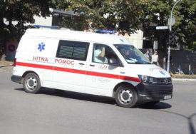 AUTOMOBILOM SLETJELA S PUTA Mlađa žena teško povrijeđena u saobraćajnoj nesreći