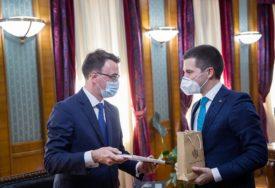 CRNOGORSKO-RUSKI ODNOSI Obje strane zainteresovane za unapređenje odnosa