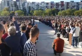 POSLJEDNJI ISPRAĆAJ AMFILOHIJA Hiljade ljudi na ulicama Podgorice odaje počast preminulom mitropolitu (VIDEO)
