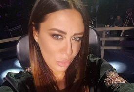 """""""TI SE UDAJEŠ?"""" Ana Nikolić obukla seksi bijelu haljinu i svi slute na jedno (FOTO)"""