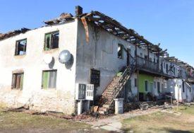 UNIŠTENI DOMOVI 16 PORODICA Požar u kojem je izgorila CIJELA zgrada, pokrenula SRUŠENA SVIJEĆA (FOTO)