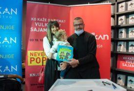 PREDSTAVIO NOVA DJELA Bojan Jokanović SINU POSVETIO ilustrovani bonton za djecu