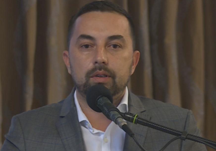 """""""NEKA PREUZMU ODGOVORNOST"""" Jerinić pozvao sve koji su protiv zatvaranja škola da sami organizuju nastavu"""