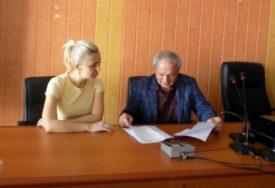 GRAĐANI TRAŽE OBJAŠNJENJE U Bratuncu za glasanje poštom bez znanja prijavljeno 3.385 BIRAČA