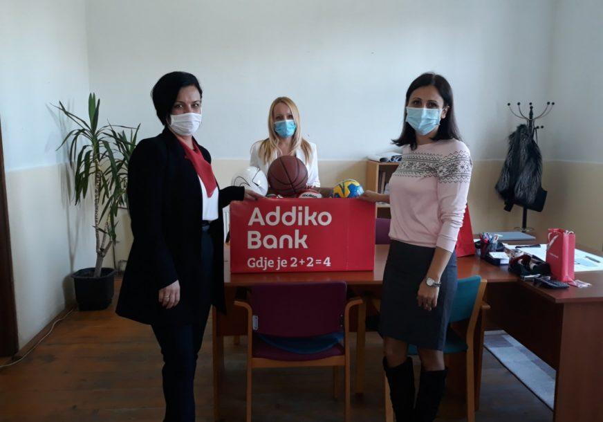 """ADDIKO CARES U BRODU Donirali 16 lopti Osnovnoj školi """"Liješće"""""""