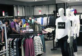 Pitali radnike o ISTORIJI BOLESTI I VJERI: Poznati modni lanac kažnjen zbog OPASNIH POTEZA
