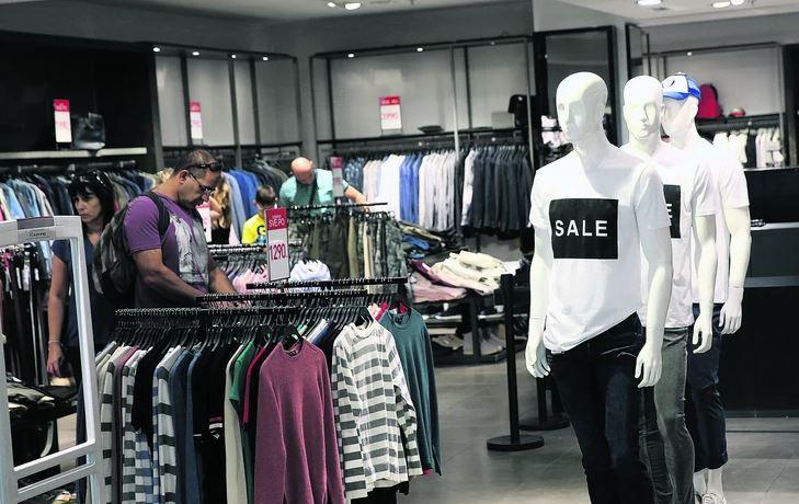 ŠTEDE I BOGATI Na udaru prodaja luksuzne odjeće, nakita i skupe kozmetike, ovo nije zabilježeno ZADNJIH 11 GODINA