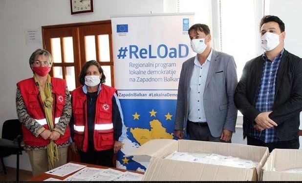 POMOĆ ZA STARE I UGROŽENE Donirano više od pet hiljada zaštitnih maski Centru za socijalni rad i Crvenom krstu u Trebinju