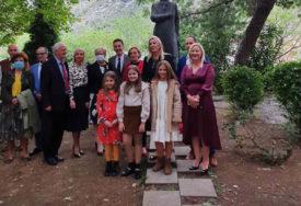 POSJETA MOSTARU Cvijanovićeva položila vijenac na spomenik Aleksi Šantiću