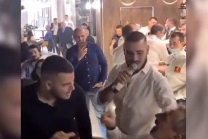 ZA NJEGA NEMA KRIZE NI U DOBA KORONE Darko Lazić iz restorana otišao PUNIH RUKU PARA (VIDEO)