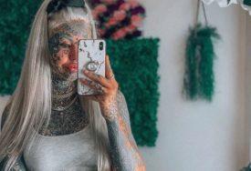 DJEVOJKA (25) IMA MASTILO ČAK I U OČIMA Ne postoji dio tijela koji nije istetovirala, a evo kako je prije izgledala (FOTO)