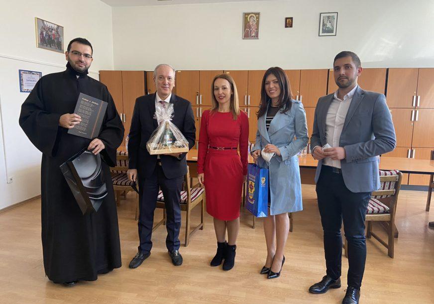 AMBASADOR OBEĆAO POMOĆ Ekonomska škola u Doboju otvara Grčki kulturni centar (FOTO)
